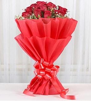 12 adet kırmızı gül buketi  Batman hediye çiçek yolla